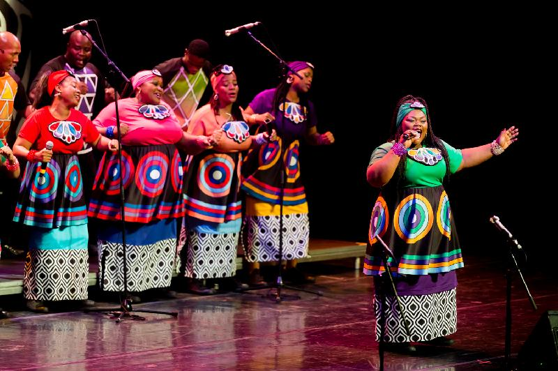索韋托靈歌合唱團獲獎無數,包括兩屆格林美獎和一屆艾美獎。他們於十月二十七至二十九日在香港舉行三場音樂會。