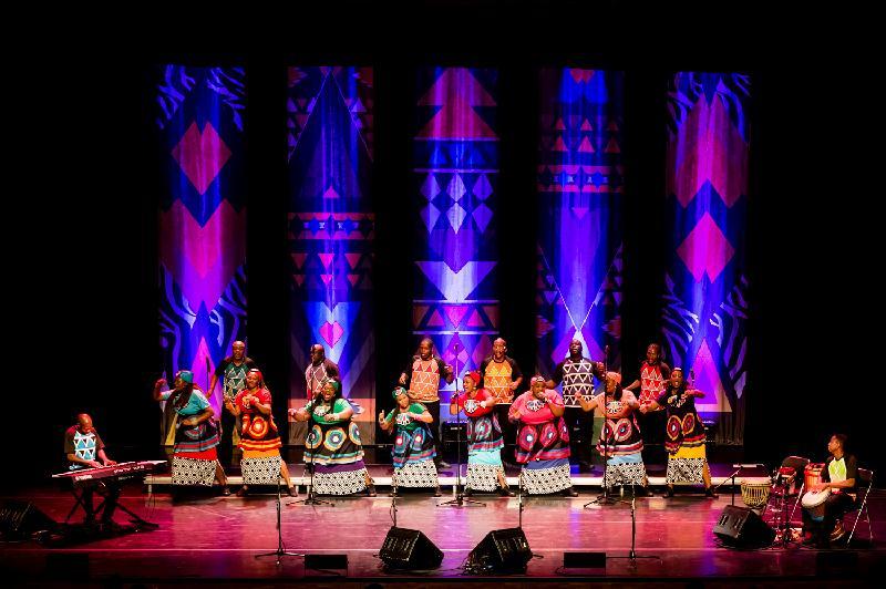 索韋托靈歌合唱團十月二十七至二十九日在香港舉行三場音樂會,合唱團自二○○二年成立以來令世界各地樂迷瘋狂,著名音樂殿堂座無虛席。