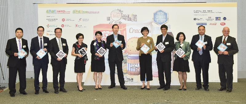 """The Chairman of the Committee on Reduction of Salt and Sugar in Food, Mr Bernard Chan (sixth left); the Permanent Secretary for Food and Health (Food), Mrs Cherry Tse (fifth left); the Director of Food and Environmental Hygiene, Miss Vivian Lau (fifth right); and the Controller of the Centre for Food Safety, Dr Y Y Ho (fourth right), today (October 20) officiate at the Food Safety Day 2017 cum Launching Ceremony for the """"Salt/Sugar"""" Label Scheme for Prepackaged Food Products and encourage the trade to display the """"low salt"""", """"no salt"""", """"low sugar"""" and """"no sugar"""" labels on prepackaged food products."""