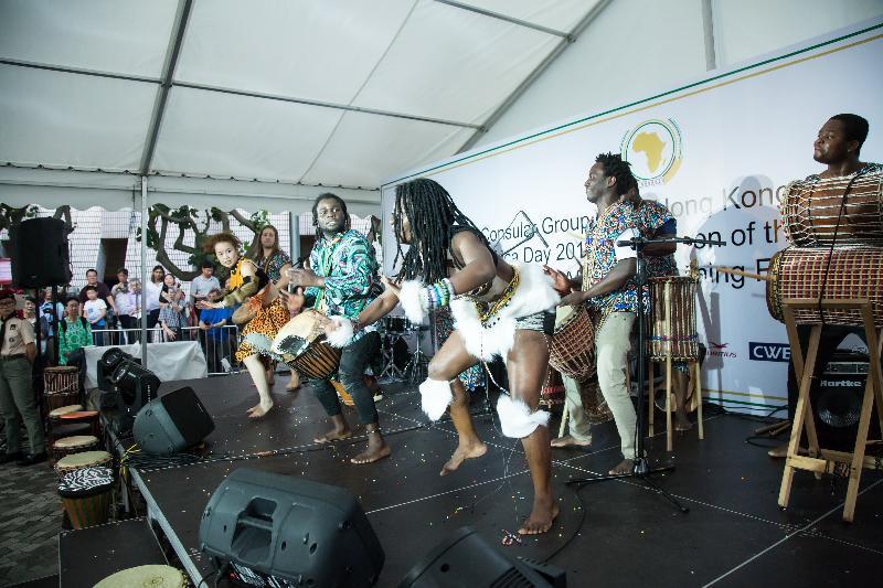 戶外嘉年華「非凡非洲」下星期日(十一月五日)下午二時至六時在香港文化中心露天廣場舉行。屆時將有充滿非洲特色的表演、有關非洲文化的展示、相片展覽和工作坊等,各項活動均免費入場。