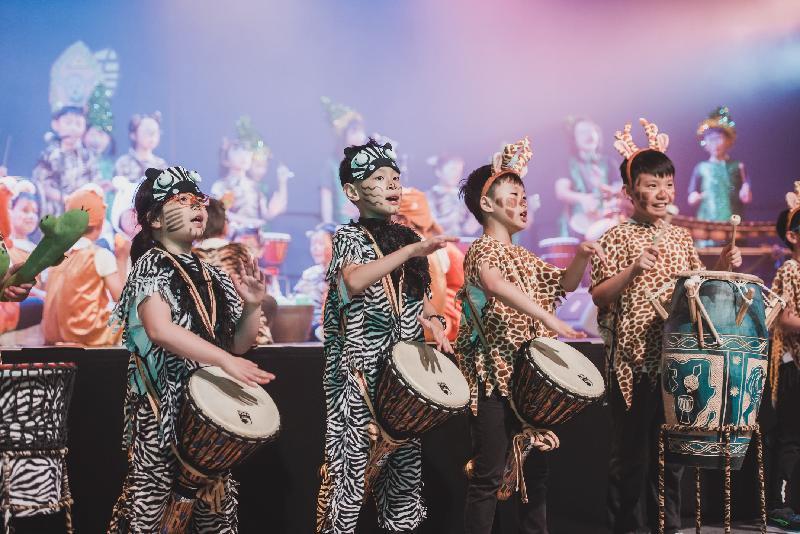 戶外嘉年華「非凡非洲」下星期日(十一月五日)下午二時至六時在香港文化中心露天廣場舉行。除了來自非洲不同國家的團體送上精彩表演,本地的大、中、小學團體亦會表演各具特色的非洲鼓樂和舞蹈。