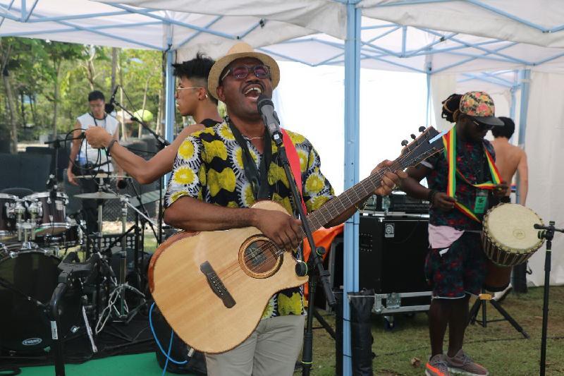 戶外嘉年華「非凡非洲」下星期日(十一月五日)下午二時至六時在香港文化中心露天廣場舉行。屆時本地組合Gregmel & Africana Band將演唱富非洲節拍的原創流行音樂。