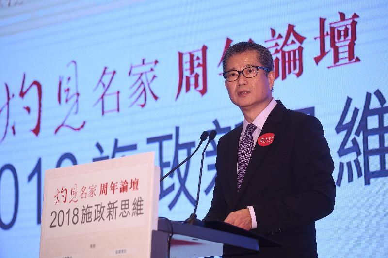 財政司司長陳茂波今日(十月二十六日)下午在灼見名家周年論壇午餐會上,就香港經濟新挑戰作主題演講。