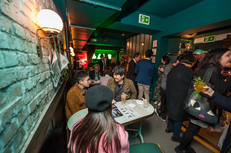 香港駐倫敦經濟貿易辦事處及倫敦東亞電影節2017十月二十一日(倫敦時間)於《無間道》放映會後,在倫敦一間充滿香港傳統特色的餐廳聯合舉辦酒會。