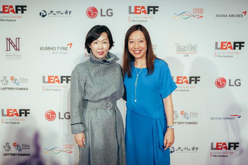 香港駐倫敦經濟貿易辦事處處長杜潔麗(右)十月十九日(倫敦時間)在倫敦舉行的倫敦東亞電影節2017開幕禮上與電影節總監Hyejung Jeon(左)合照。