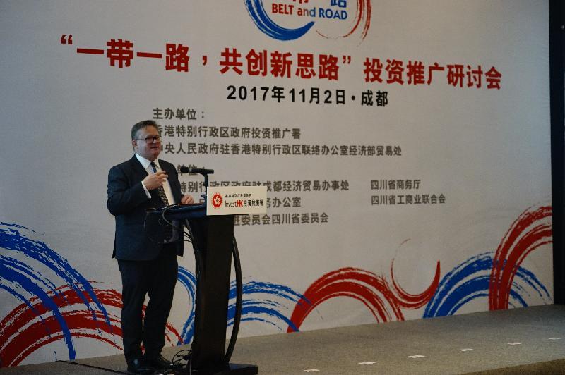 投資推廣署署長傅仲森今日(十一月二日)於四川省成都市舉辦的「一帶一路,共創新思路」投資推廣研討會上鼓勵四川省企業以香港為平台「走出去」。