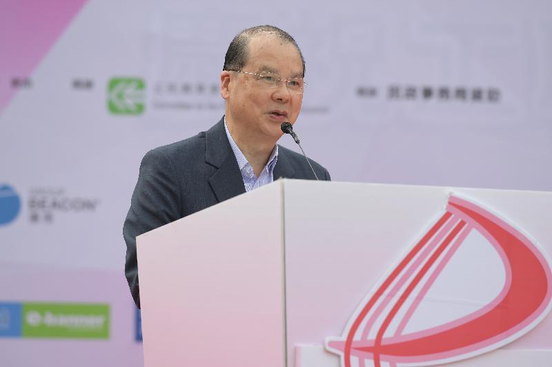 政务司司长张建宗今日(十一月四日)在香港妇女动力协会举办的舞动全城庆回归——千人健康操汇演2017活动上致辞。