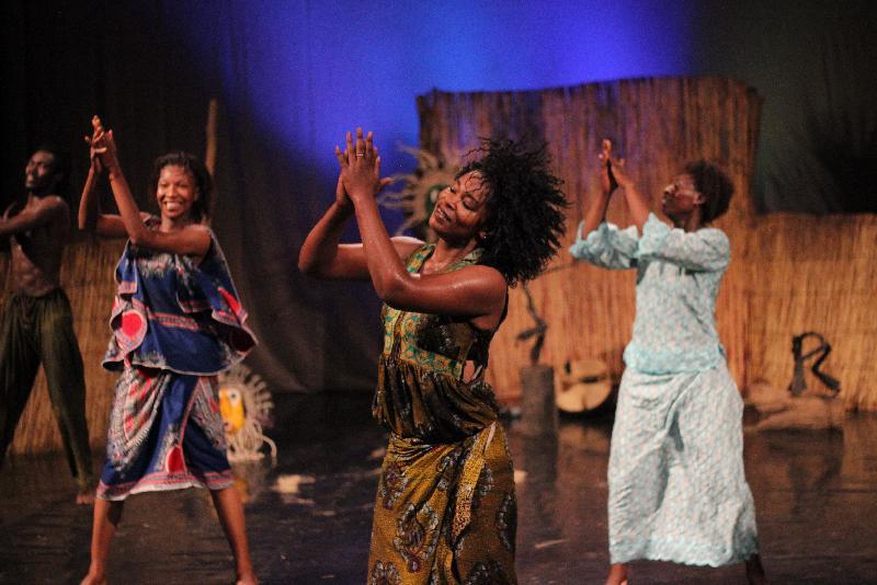 來自西非國家布基納法索的達夫拉鼓樂舞蹈團於十一月十及十二日演出熱情澎湃的傳統鼓舞盛宴《太陽之舞》,讓觀眾感受西非文化的多元活力和動人風采。