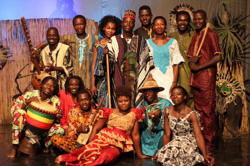 來自西非國家布基納法索的達夫拉鼓樂舞蹈團於十一月十及十二日演出熱情澎湃的傳統鼓舞盛宴《太陽之舞》。達夫拉鼓樂舞蹈團於一九九五年創立,是國際知名的多元文化舞蹈團。