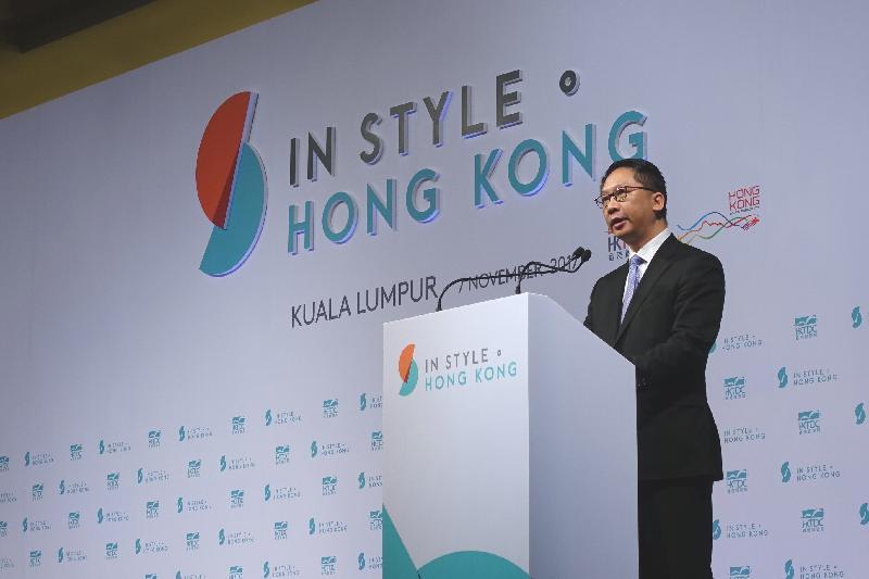 律政司司長袁國強資深大律師展開馬來西亞訪問行程。圖示袁國強今日(十一月七日)在香港貿易發展局於吉隆坡舉辦的「時尚潮流.魅力香港」高峰論壇開幕典禮上致辭。