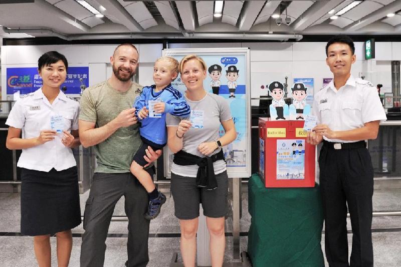 入境事務處今日(十一月十日)呼籲旅客參與投票,支持該處一年一度的禮貌運動。運動旨在鼓勵員工更注重禮貌,為市民提供更優質的服務。