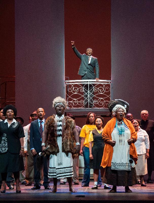 音樂劇《曼德拉》演繹諾貝爾和平獎得主、南非前總統曼德拉的一生,於十一月十七至十九日在香港文化中心上演,該劇也是「世界文化藝術節2017——躍動非洲」的閉幕節目。