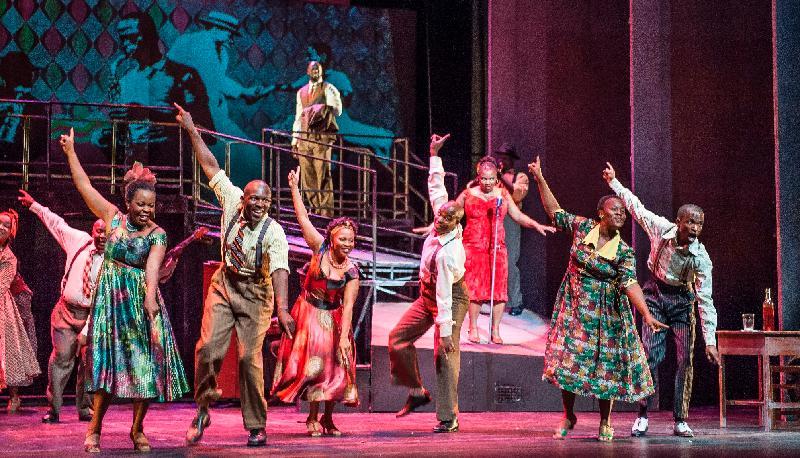 音樂劇《曼德拉》演繹諾貝爾和平獎得主、南非前總統曼德拉的一生,於十一月十七至十九日在香港文化中心上演。音樂劇《曼德拉》結合歌劇、爵士樂、百老匯音樂劇和南非傳統科薩歌舞,演繹曼德拉的一生。