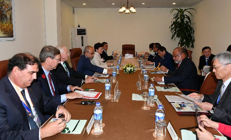 行政長官林鄭月娥(左五)今日(十一月十日)下午在越南峴港出席亞太區經濟合作組織商貿諮詢理事會成員對話。