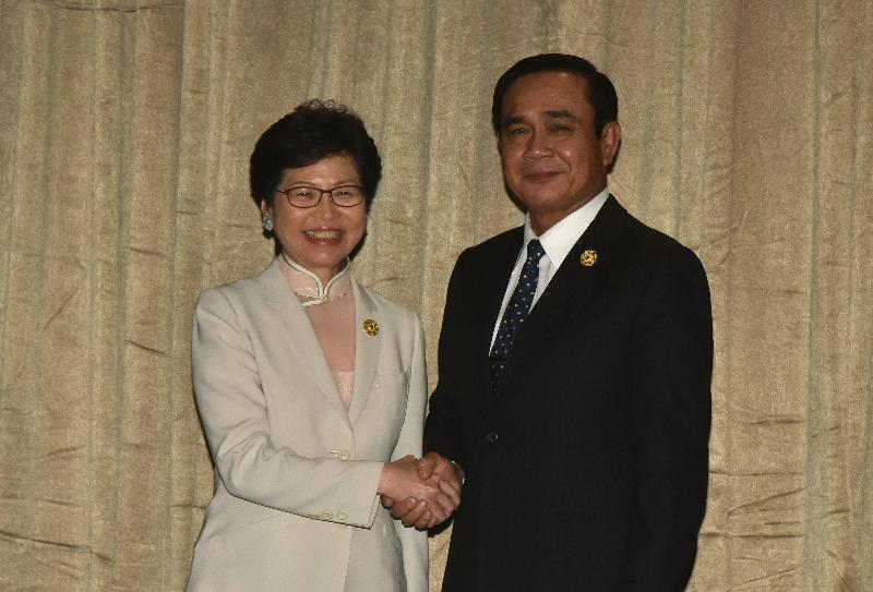 行政長官林鄭月娥(左)今日(十一月十日)下午在越南峴港與泰國總理巴育會面。