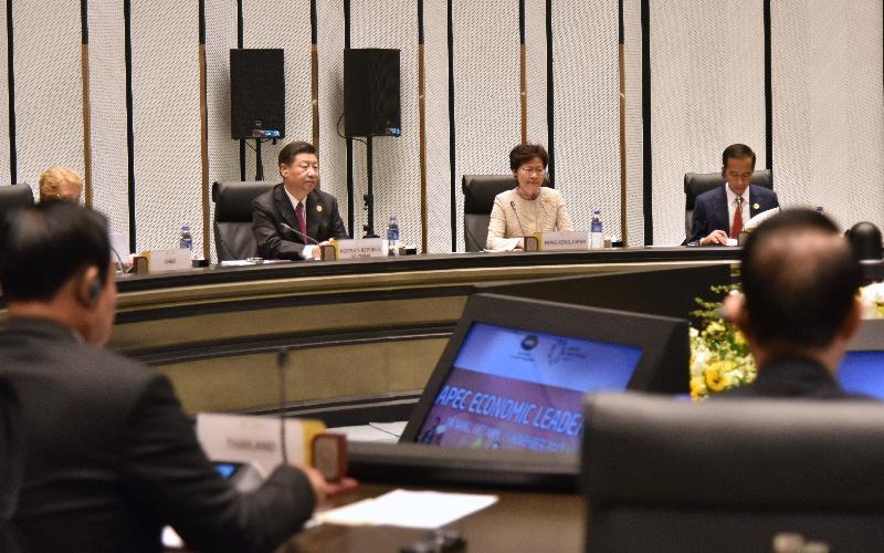 行政長官林鄭月娥(中)今日(十一月十一日)上午在越南峴港出席亞太區經濟合作組織經濟領導人非正式會議。
