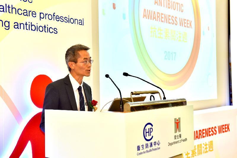 衞生署衞生防護中心總監黃加慶醫生今日(十一月十三日)在「基層醫療及醫院抗生素導向計劃研討會」致歡迎辭。