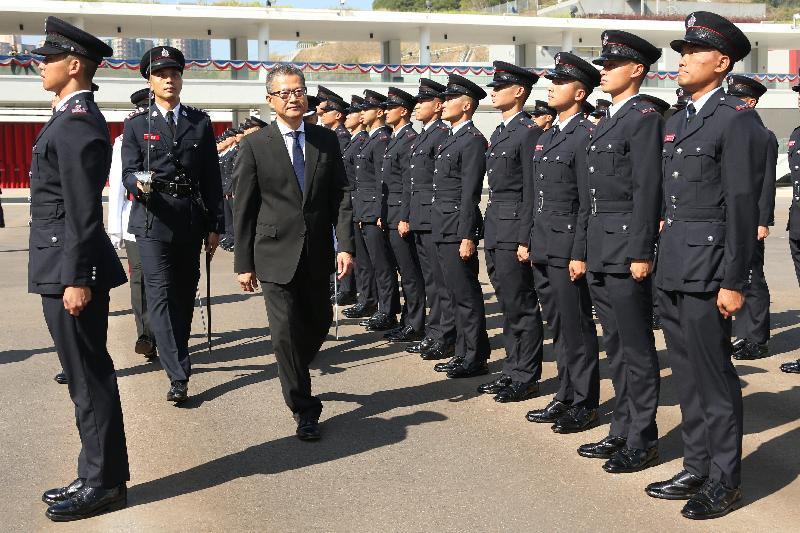 財政司司長陳茂波今日(十一月十七日)在消防及救護學院出席消防處第180屆結業會操,檢閱16名消防隊長和89名消防員。