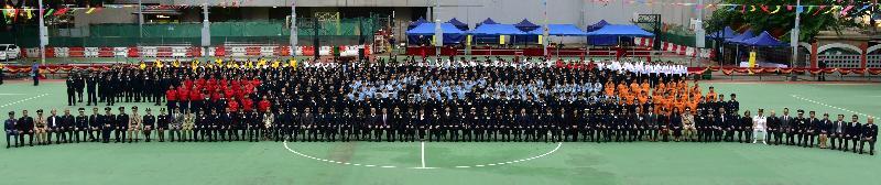 民眾安全服務隊(民安隊)今日(十一月十九日)在灣仔修頓遊樂場舉行民安隊六十五周年紀念會操。圖示參與人士的合照。