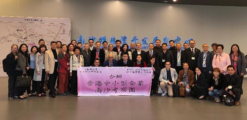 中小型企業委員會與香港特別行政區工業貿易署今日(十一月二十四日)舉辦「香港中小企業南沙考察團」。圖示考察團參觀南沙明珠灣開發展覽中心。