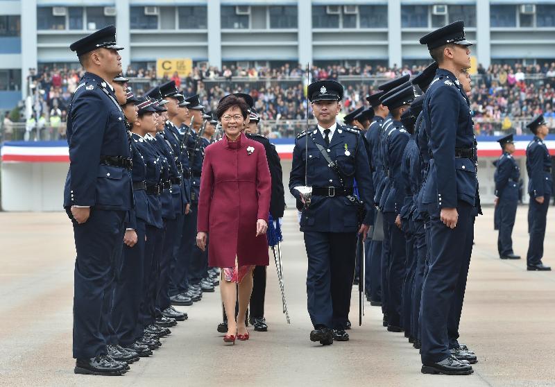 行政長官林鄭月娥檢閱四十名見習督察及一百七十六名學警。