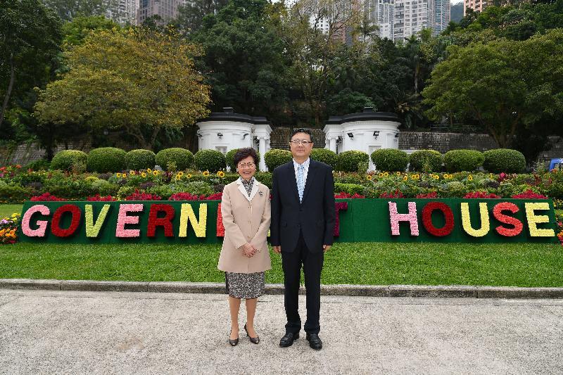 行政長官林鄭月娥今日(十一月二十七日)下午在禮賓府與北京市代市長陳吉寧會面。圖示林鄭月娥(左)與陳吉寧(右)於會面前合照。