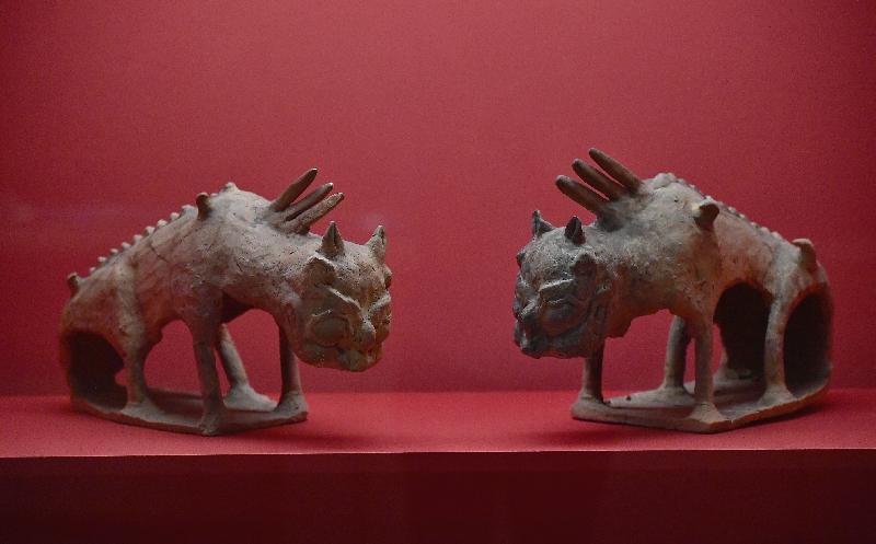 「綿亙萬里——世界遺產絲綢之路」展覽今日(十一月二十八日)於香港歷史博物館開幕。圖為展覽中展示的「鎮墓獸」。