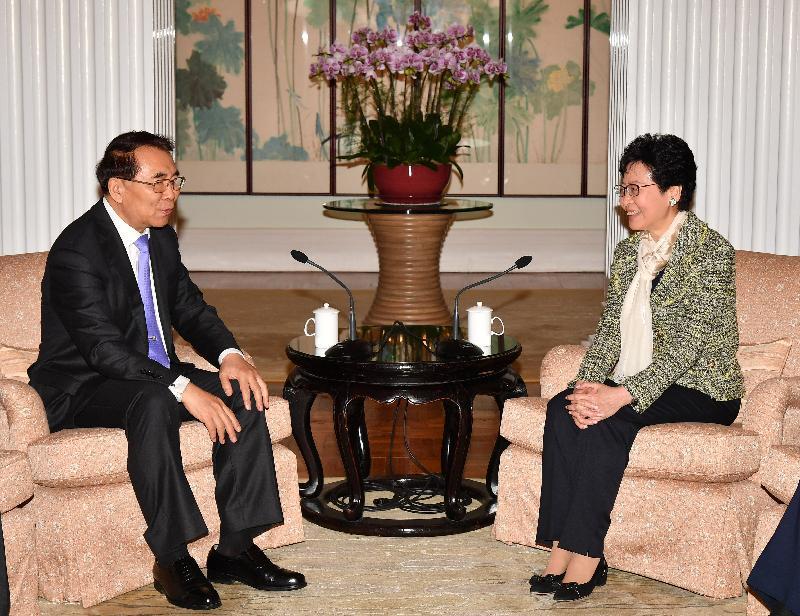 行政長官林鄭月娥(右)今日(十一月三十日)下午在禮賓府與中國科學院院長白春禮教授(左)會面。