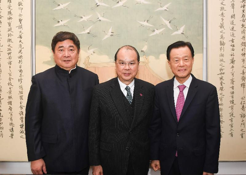"The Chief Secretary for Administration, Mr Matthew Cheung Kin-chung, today (November 30) at the invitation of the Palace Museum, paid a visit to see ""Landscape Map of the Silk Road"" from the Ming dynasty. The map was returned from overseas and donated by a Hong Kong businessman. Mr Cheung (centre) is pictured with the Director of the Palace Museum, Dr Shan Jixiang (left), and the donor, the Chairman of Shimao Group, Mr Hui Wing-mao (right)."