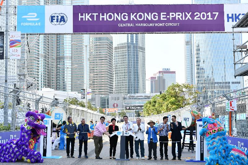 The Chief Executive, Mrs Carrie Lam, attended the 2017 FIA Formula E Hong Kong E-Prix opening ceremony in Central today (December 2). Photo shows Mrs Lam (fourth left); the Secretary for Commerce and Economic Development, Mr Edward Yau (third left); the Chairman of the Hong Kong Tourism Board, Dr Peter Lam (sixth left); Honorary Life President of the Hong Kong Automobile Association Mr Lawrence Yu (seventh left); the Chief Executive Officer of FIA Formula E Championship, Mr Alejandro Agag (fifth left); and other guests officiating at the ceremony.