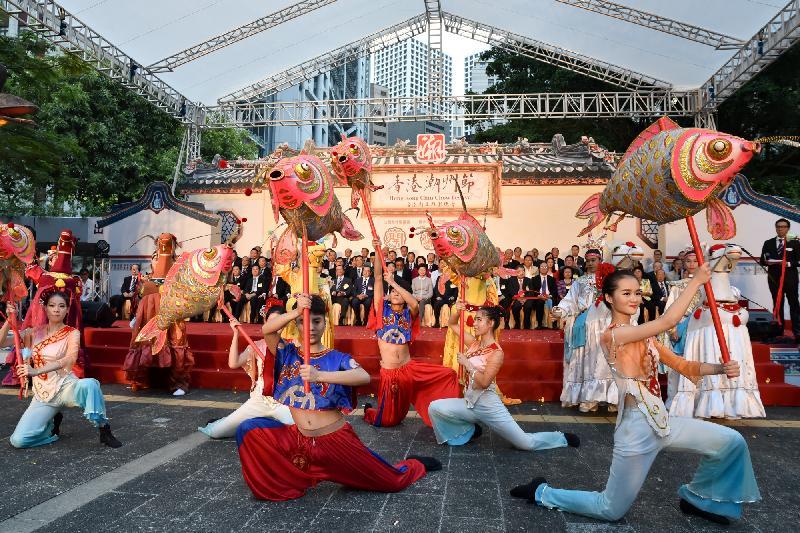 「2017香港潮州節」十二月六日至十日(星期三至日)在中環遮打花園舉行。圖示去年的精彩表演。