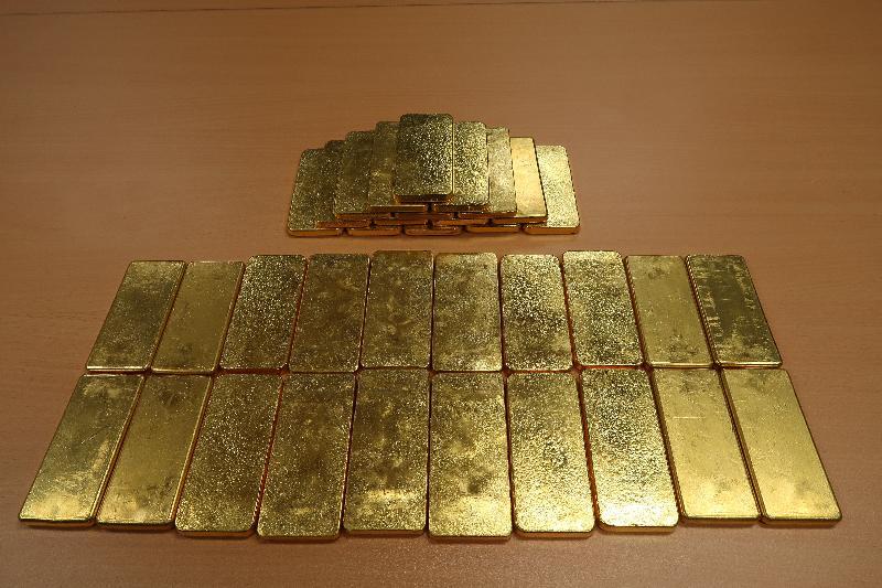香港海關昨日(十二月六日)在深圳灣管制站一輛入境私家車上檢獲三十五塊共重約三十五公斤的懷疑走私黃金,估計市值約一千一百萬元。