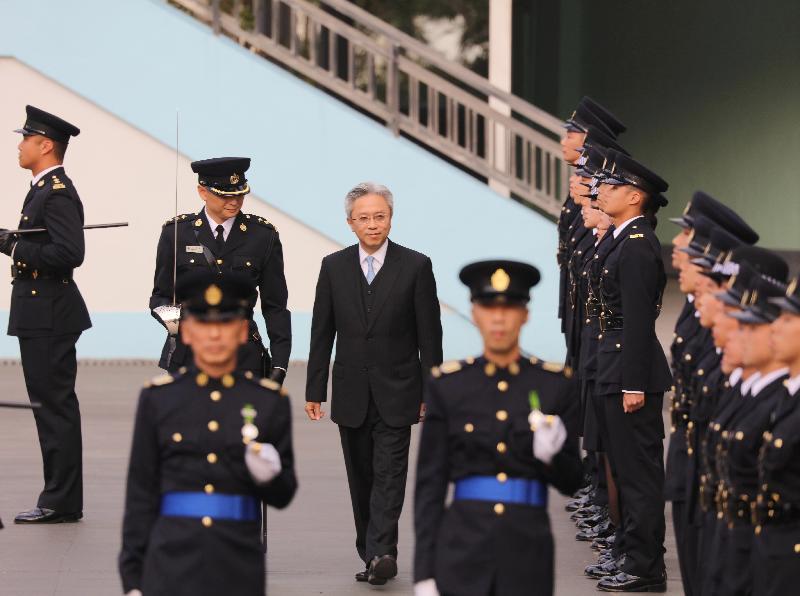 公務員事務局局長羅智光今日(十二月七日)於赤柱懲教署職員訓練院學員結業會操上檢閱結業學員。