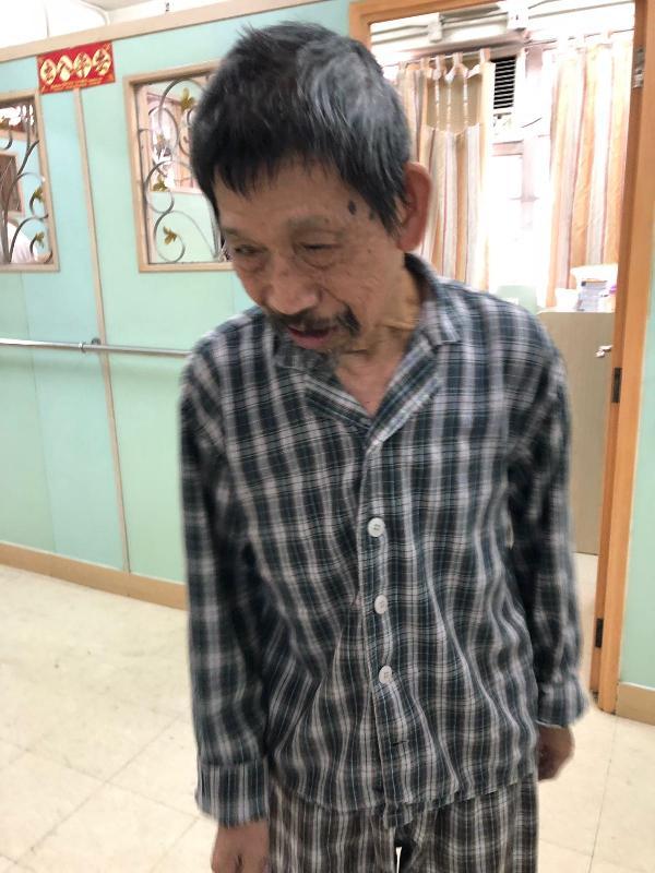 八十歲男子鄧月明身高約一點六五米,體重約五十九公斤,瘦身材,長面型,黃皮膚,蓄短黑髮及黑色鬍子。他最後露面時身穿黑色外套、黑色長褲及藍色拖鞋。