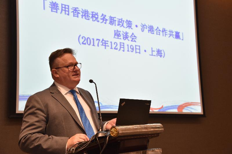 投資推廣署署長傅仲森今日(十二月十九日)於該署在上海舉辦的研討會,向當地企業介紹如何充分利用香港的稅務新政策拓展海外市場。