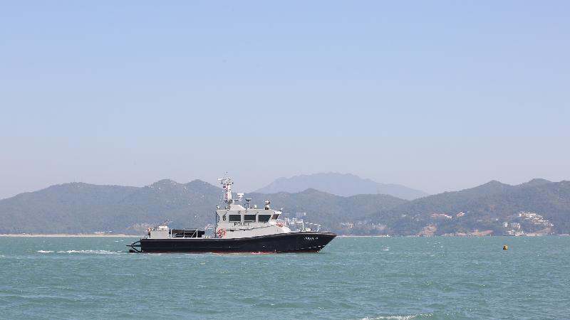 政府今日(十二月二十日)進行大型跨部門演習「棋盤二」。圖示水警輪在東平洲靠岸的地方發放撤離信息。