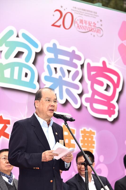 政務司司長張建宗今日(十二月二十三日)在香港社區網絡舉辦的慶回歸千人盆菜宴暨「一帶一路」多元文化嘉年華上致辭。