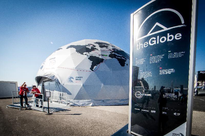 「環球帆船賽香港站─帆船嘉年華」一月十七日至三十一日在啟德跑道公園舉行。圖示帆船嘉年華中的The Globe 球體影院提供互動影院體驗,讓公眾身臨其境,感受水手在賽事中的挑戰。