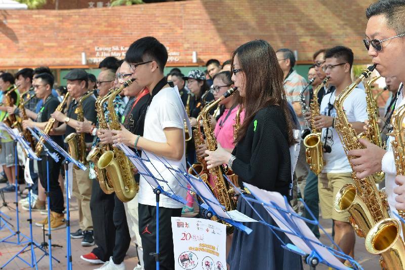 《全城共奏正能量:最多人學習色士風創世界紀錄》十二月三十一日(星期日)在香港理工大學陳瑞球林滿珍伉儷廣場舉行。圖示早前舉行的活動情況。
