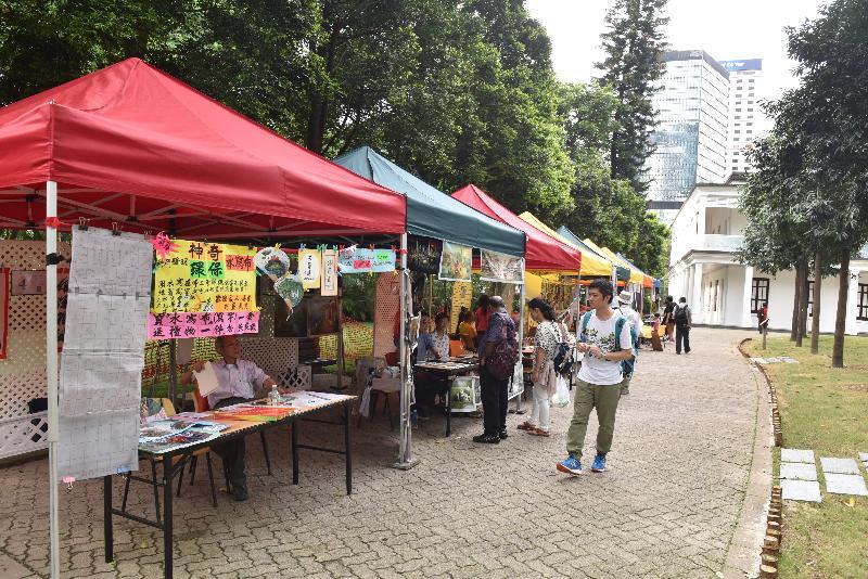 康樂及文化事務署邀請市民參與新一期「藝趣坊」活動。活動明年一月一日至十二月三十一日期間逢星期六、日及公眾假期在香港公園舉行,旨在培養公眾對藝術的興趣。