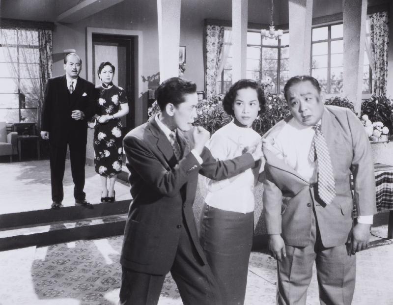 狗年將至,康樂及文化事務署香港電影資料館於二月二日至十一日推出賀歲節目「啲錢係會繼續嚟」,選映六齣與金錢財富有關的喜劇。圖為《富貴花開艷陽紅》(1957)劇照。