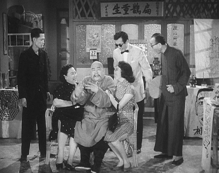 狗年將至,康樂及文化事務署香港電影資料館於二月二日至十一日推出賀歲節目「啲錢係會繼續嚟」,選映六齣與金錢財富有關的喜劇。圖為《烏龍王飛來艷福》(1960)劇照。