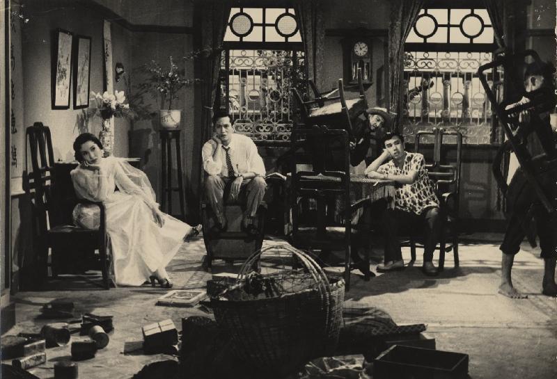 狗年將至,康樂及文化事務署香港電影資料館於二月二日至十一日推出賀歲節目「啲錢係會繼續嚟」,選映六齣與金錢財富有關的喜劇。圖為《金山大少》(1959)劇照。