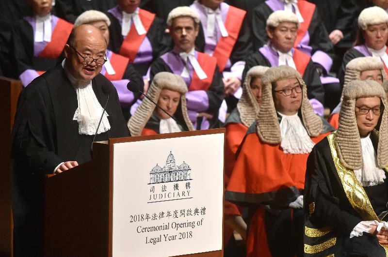 終審法院首席法官馬道立今日(一月八日)在香港大會堂音樂廳向包括法官、司法人員和法律界人士等約一千名與會人士致辭。
