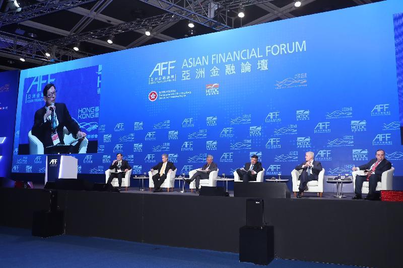 香港金融管理局總裁陳德霖今日(一月十五日)於亞洲金融論壇2018主持一場題為「中國政策對全球經濟發展的影響」的政策對話,發言嘉賓包括(左二起)國際貨幣基金組織第一副總裁大衞ㆍ利普頓、亞洲基礎設施投資銀行行長金立群、國家開發銀行董事長胡懷邦、德國聯邦銀行執行委員會成員東布雷博士及滙豐控股有限公司集團行政總裁歐智華。
