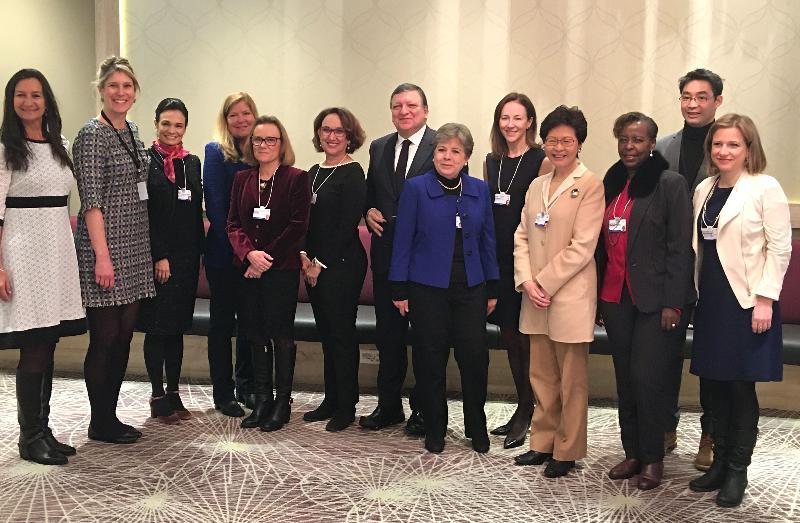 行政長官林鄭月娥今日(達沃斯時間一月二十五日)繼續在瑞士達沃斯出席世界經濟論壇年會。圖示林鄭月娥(右四)出席女性領袖世界論壇的早餐會。