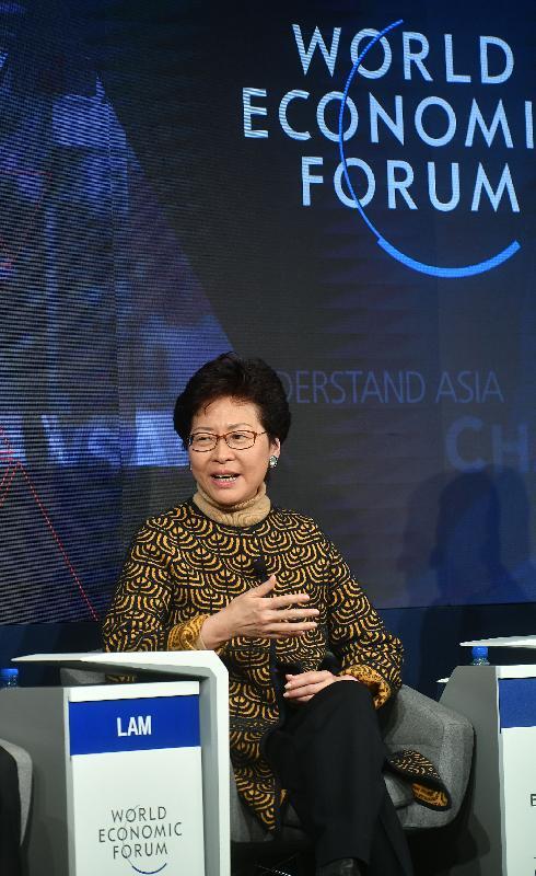 行政長官林鄭月娥今日(達沃斯時間一月二十六日)繼續在瑞士達沃斯出席世界經濟論壇年會。圖示林鄭月娥上午在有關「亞洲與第四次工業革命」的環節中發言。