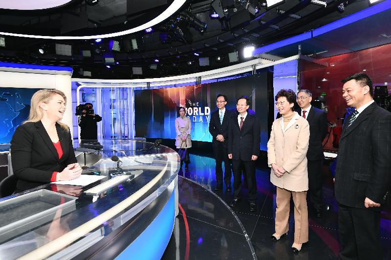 行政長官林鄭月娥(右三)今日(二月二日)在北京到訪中國中央電視台總部大樓,了解總部運作。