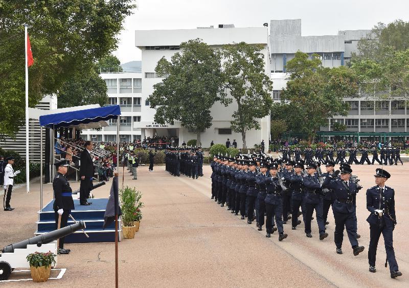 政務司司長張建宗檢閱三十六名見習督察及二百三十七名學警。