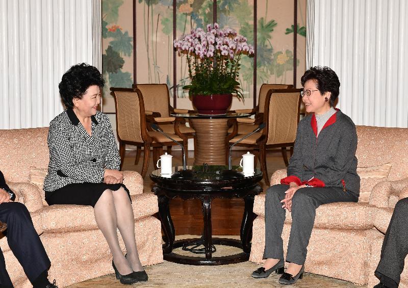 行政長官林鄭月娥今日(二月四日)在禮賓府會晤國務院僑務辦公室主任裘援平。